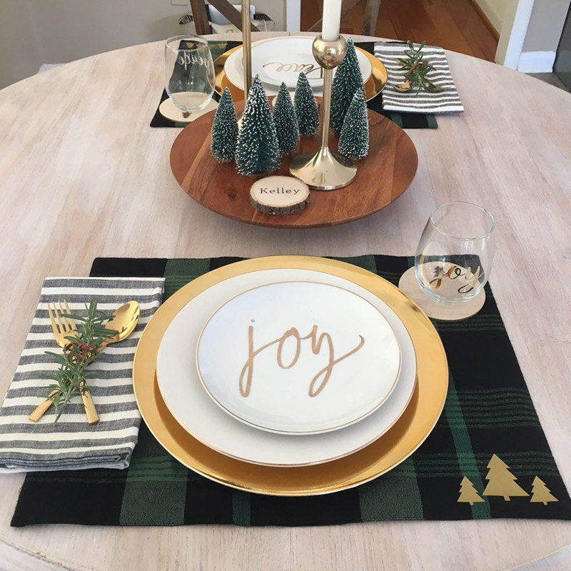 Make these holiday placemats