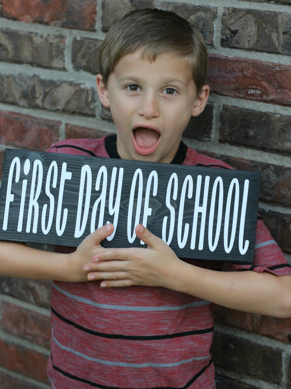 Add this photo prop to your first day of school pictures!