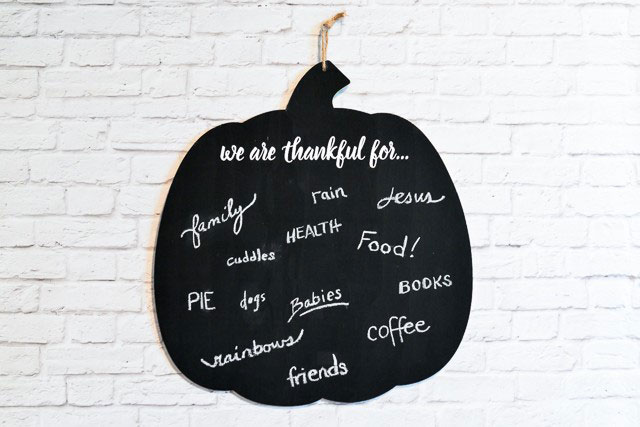 Remember the things you are grateful for with this chalkboard
