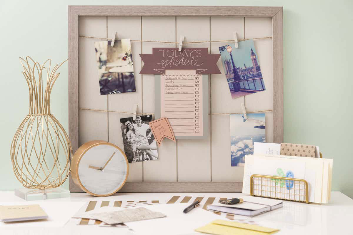 Print out your daily schedule on your favorite color of cardstock!