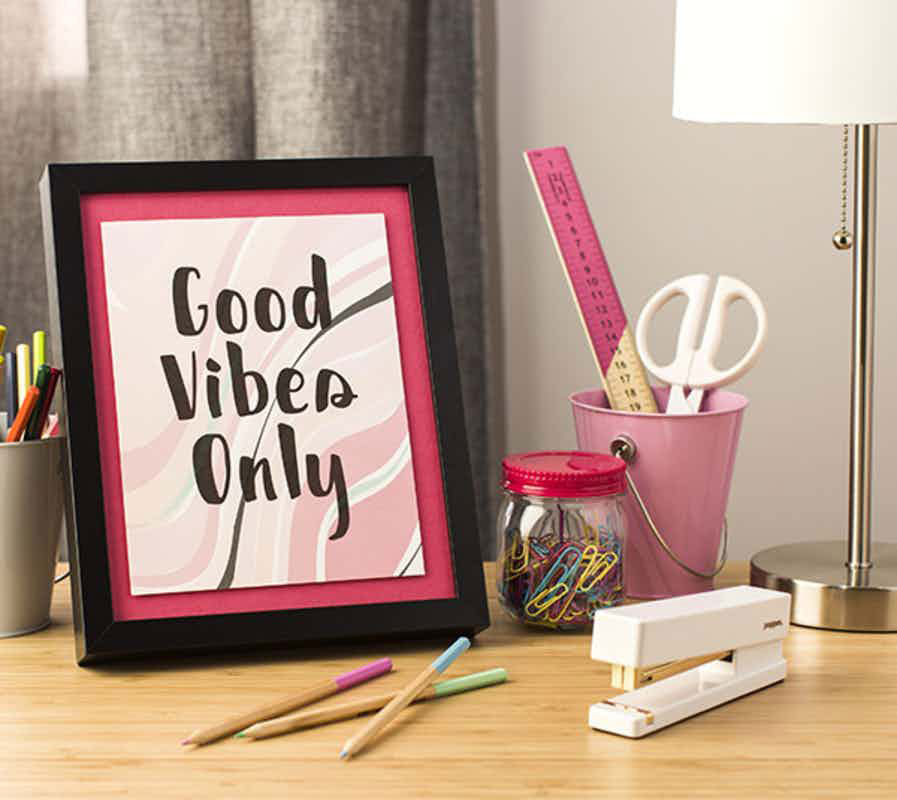 Think positive with this Good Vibes Only sign