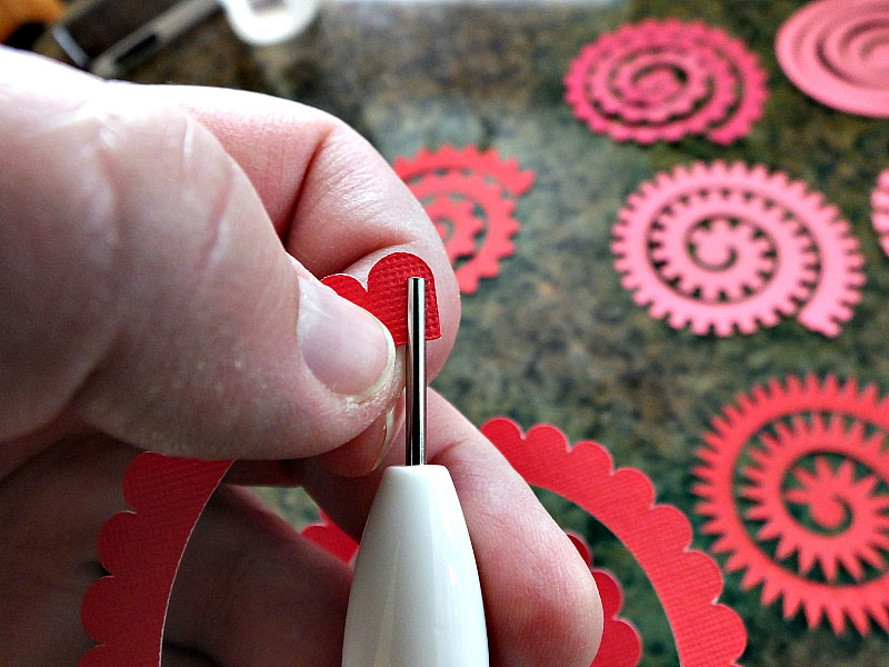 Quilling paper flowers with the Cricut quilling tool