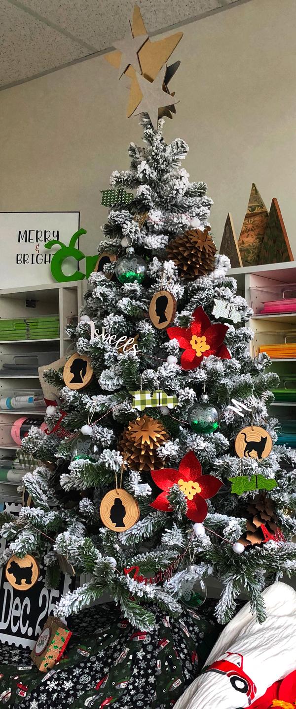 8 Weeks to DIY Holiday Décor: Week 3 – A Custom Holiday Tree