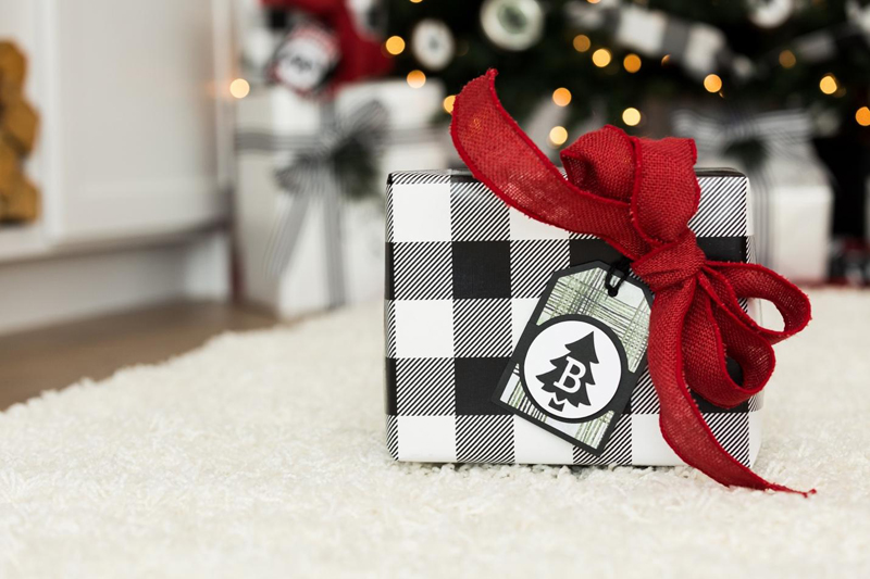 diy farmhouse gift tag for holiday present