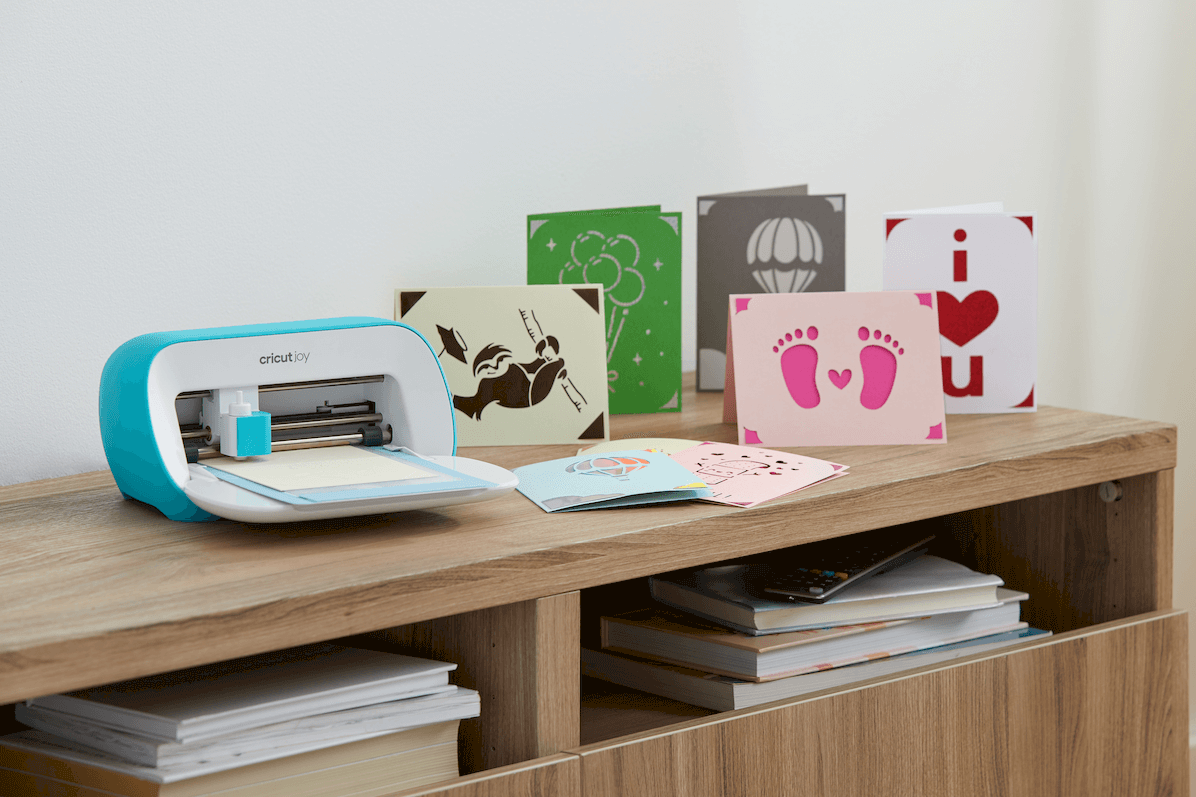 Cricut Joy greeting cards and machine