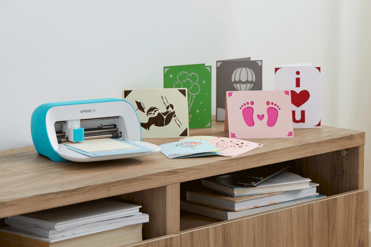 Cricut Joy greeting cards and machine