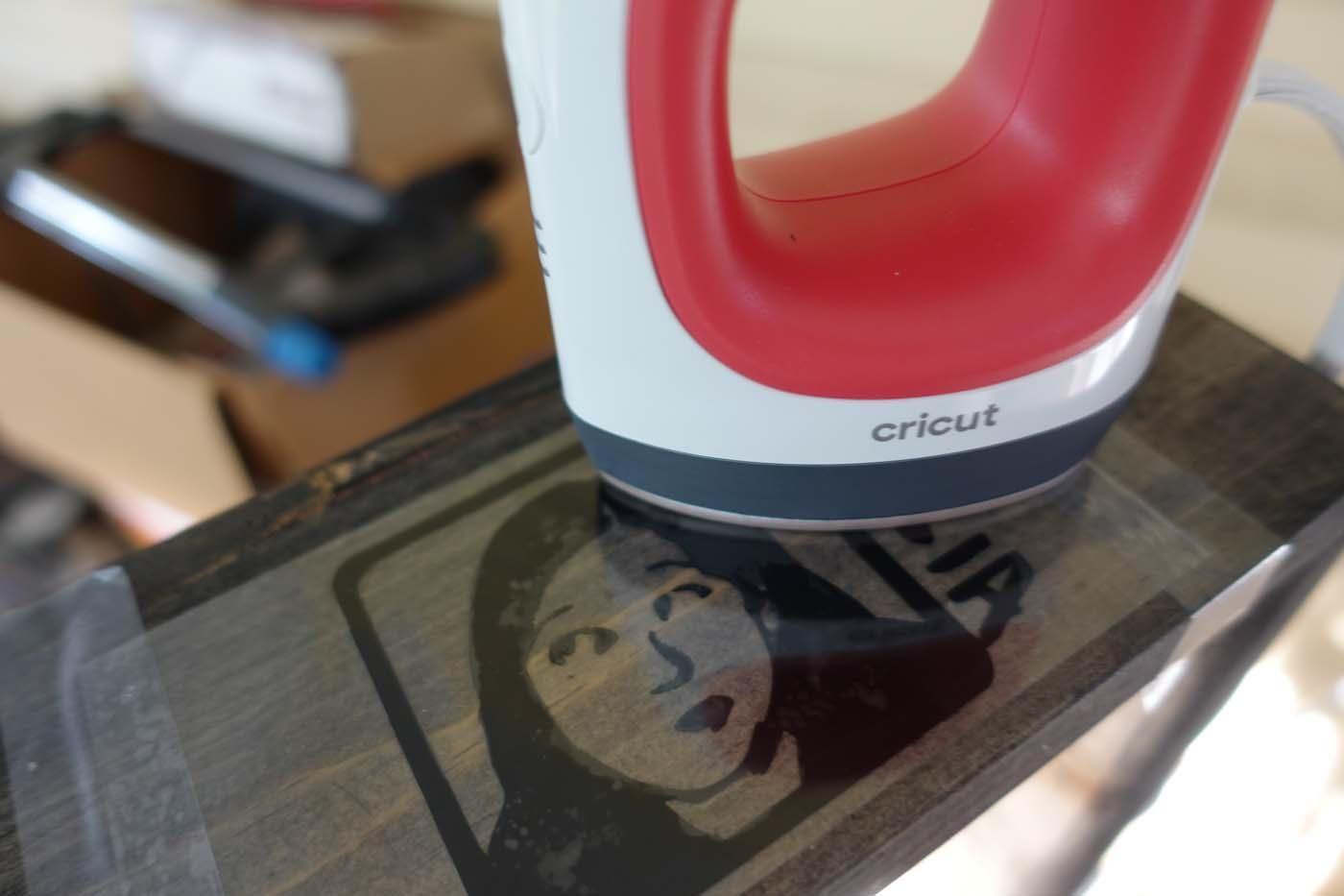 Using a Cricut EasyPress Mini for an iron-on vinyl design