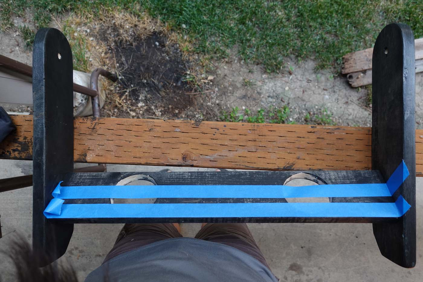 Using painter's tape on cornhole legs