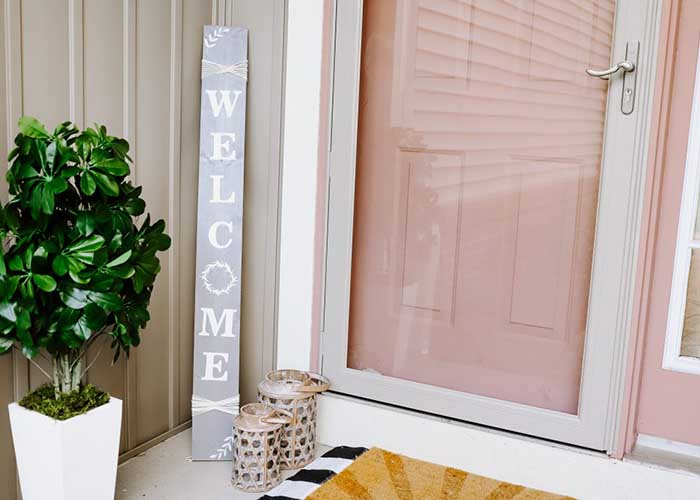 Welcome porch sign using Cricut vinyl
