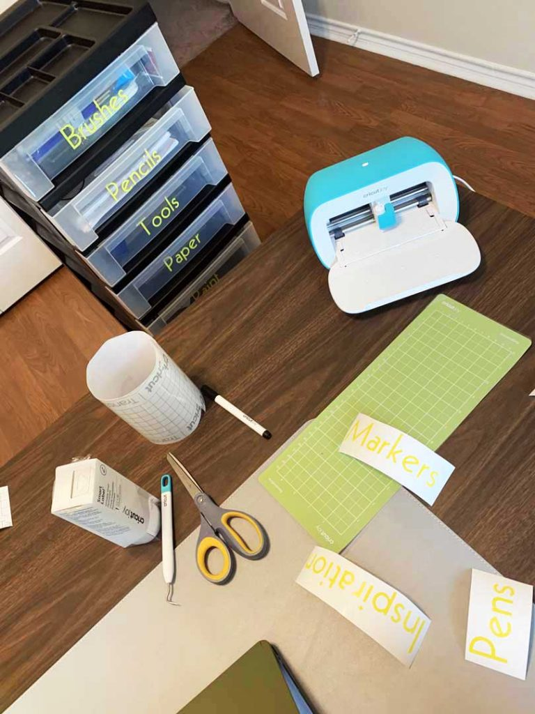 Cricut Joy vinyl stickers to organize my supplies