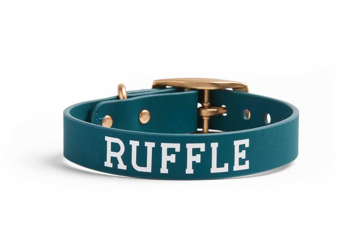 Dog collar with the name Ruffle.