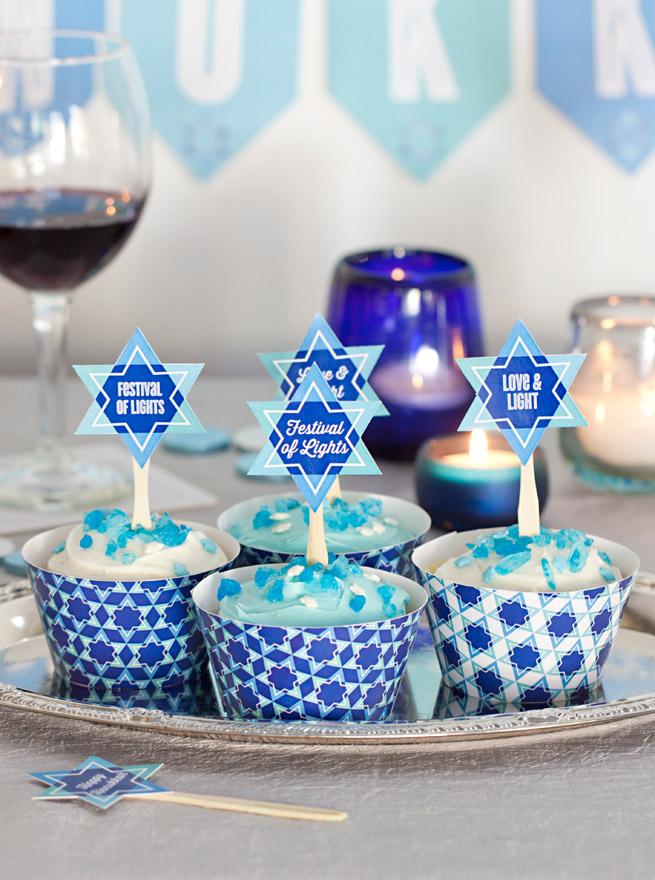 Custom cupcake toppers using Cricut machine