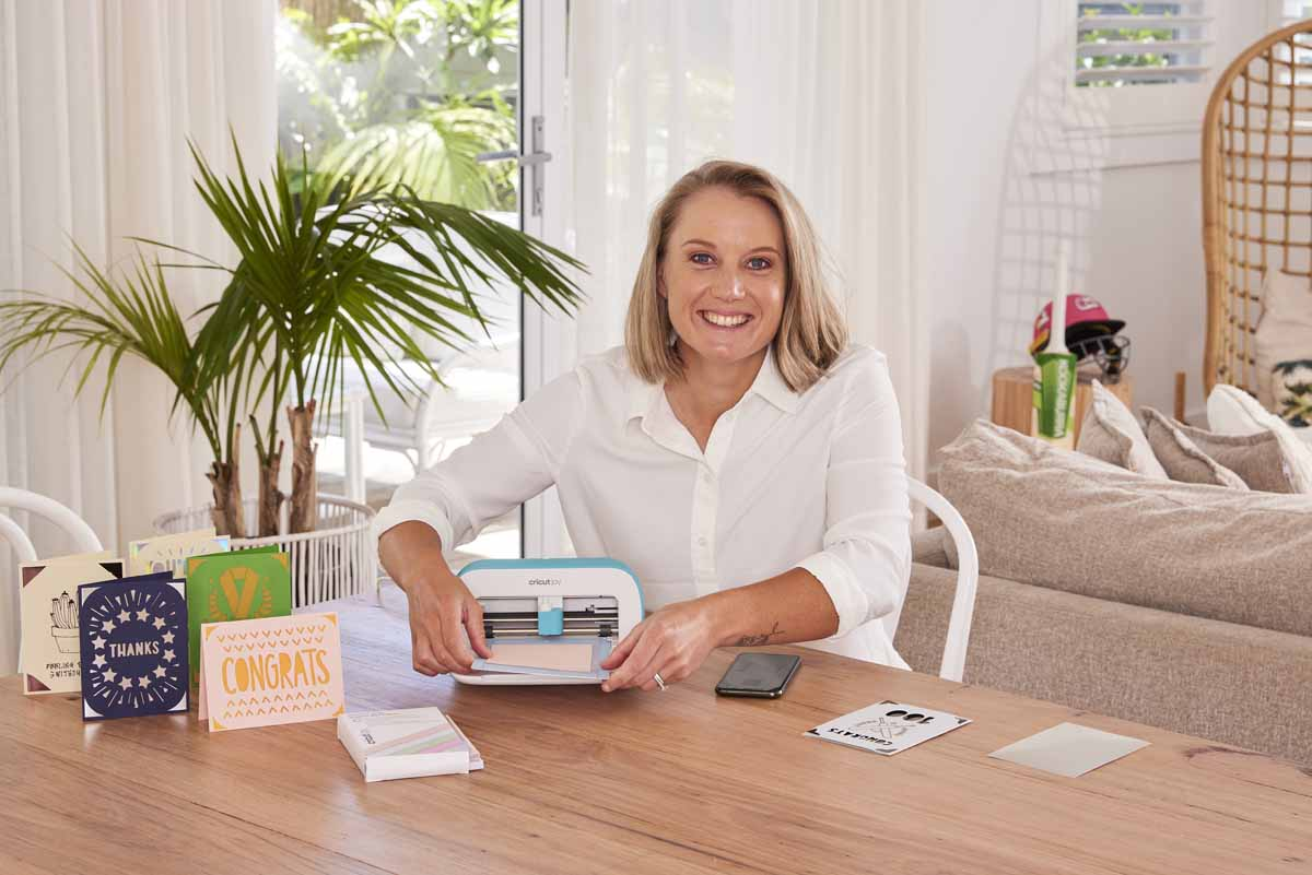Alyssa Healy using Cricut Joy for personalised greeting cards