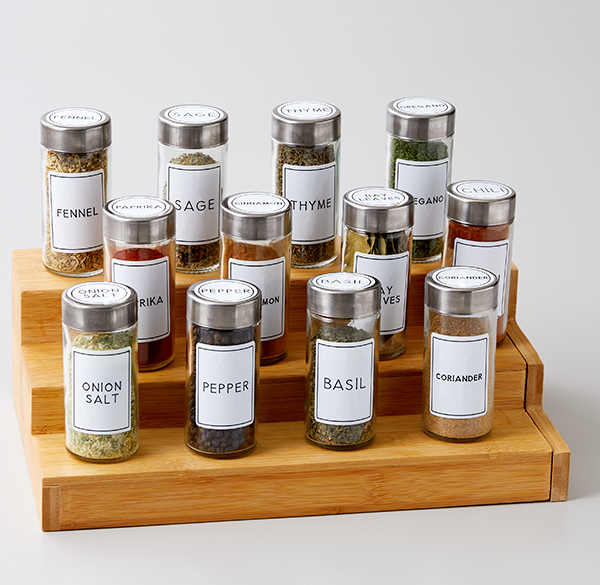 Spice rack with labels