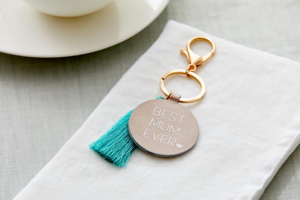 """Keychain that reads """"best mum ever"""""""