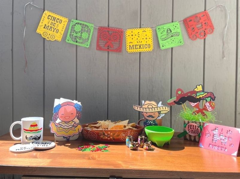 Cinco de Mayo banner and table