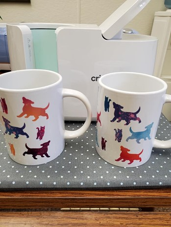 Mug with silhouette pattern of dogs