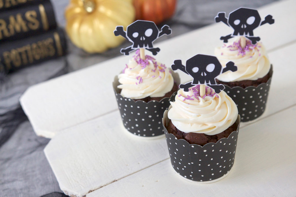 Halloween cupcake toppers shaped as skulls